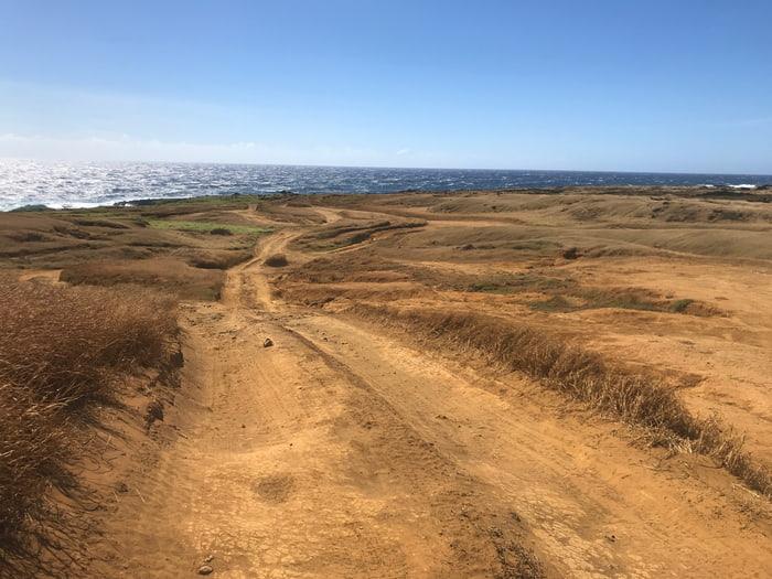 グリーンサンドビーチへの道